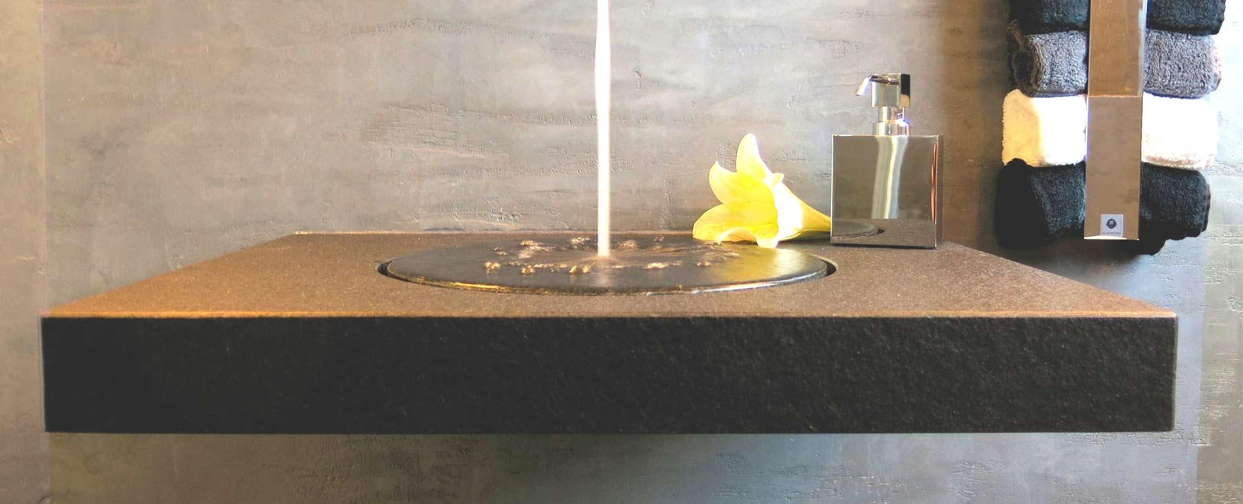 Flaschwaschtisch mit Blume 2