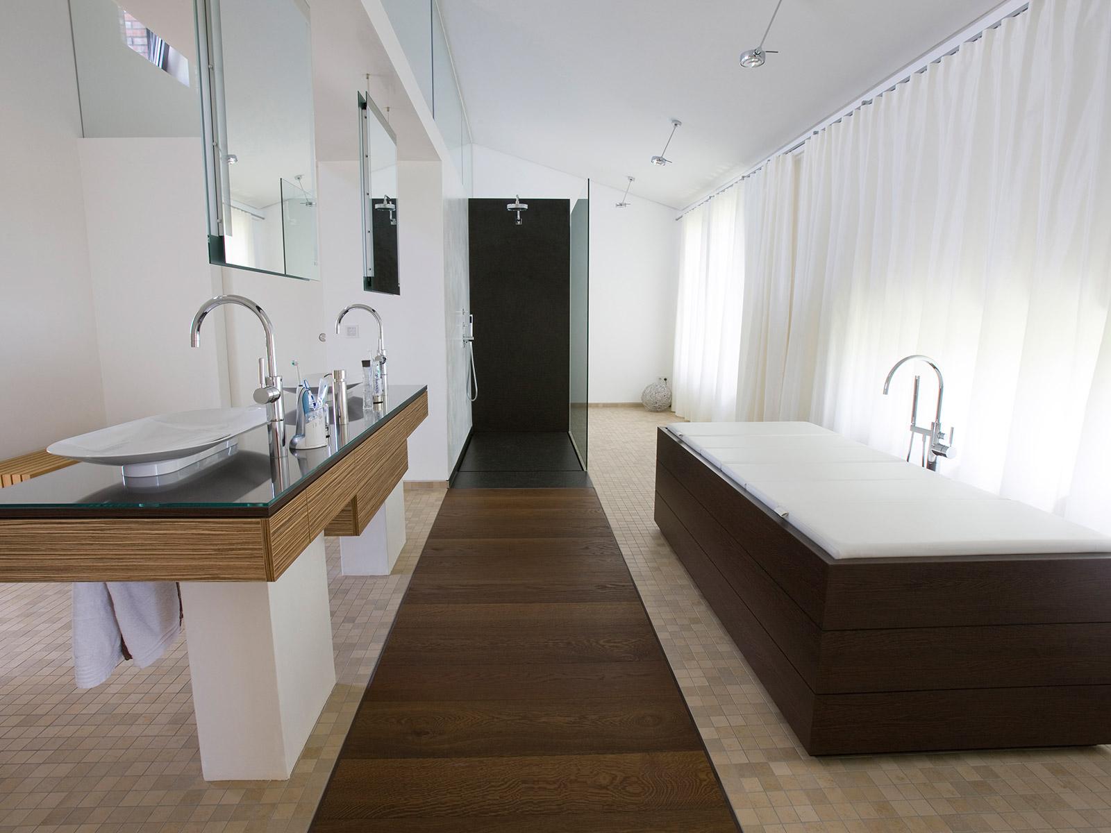 Dusche Mitten Im Raum freistehende und offene duschen baqua