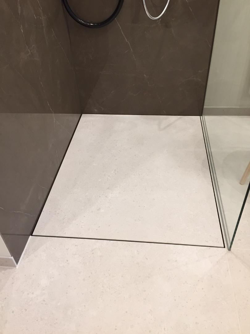 Geflieste Duschen Ohne Gefalle Mit Grossen Fliesen Baqua