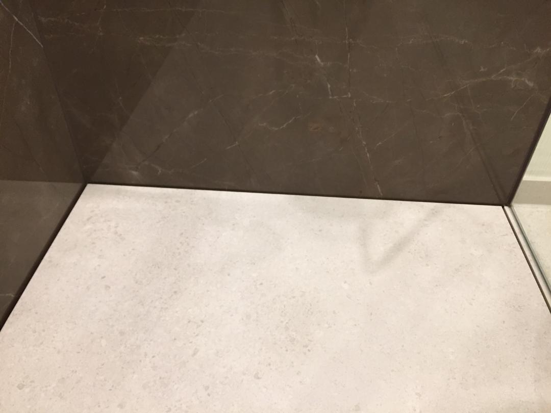 geflieste duschen ohne gefälle & mit großen fliesen - baqua