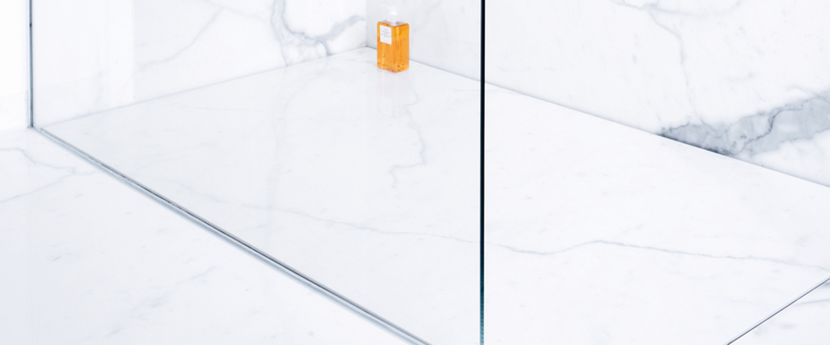 fugenlose Design Dusche im Marmor Look