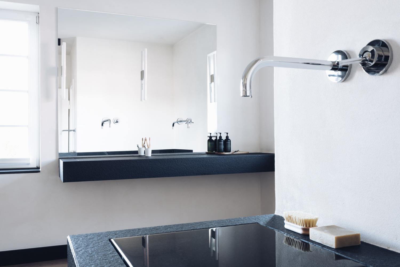 Design Waschtisch als Brunnen aus Granit